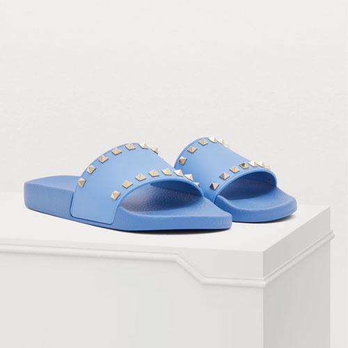 SLIDES ARE A MUST-HAVE IN THIS SUMMER WARDROBE