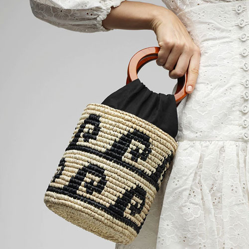 THE SUMMER BAG IS MADE OF STRAW